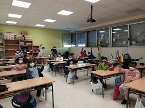 Este mércores as monitoras de Gaia do Concello de Burela estiveron cos alumnos de 2° de Primaria do CEIP Virxe do Carme traballando a reciclaxe e a regra das 3R: reducir, reutilizar e reciclar
