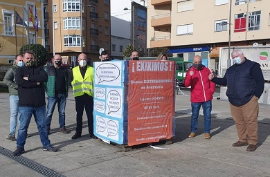 Empresas distribuidoras de hostalaría e alimentación da Mariña manifestáronse en Burela con 70 vehículos para reclamar axudas