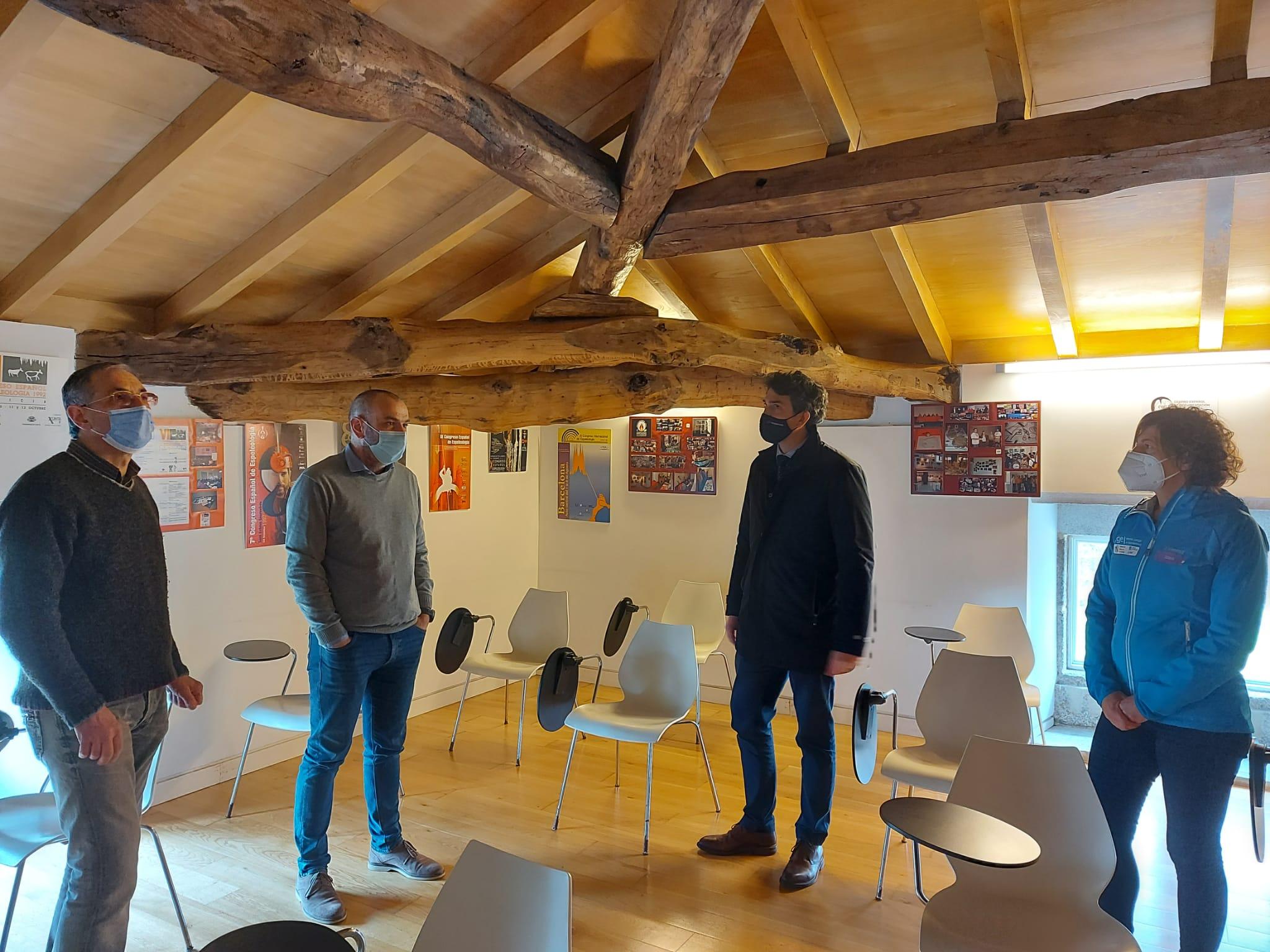 O delegado da Xunta visita o Centro Español de Documentación Espeleolóxica, en Mondoñedo, e anuncia que a Secretaría Xeral para o Deporte financia con 26.000 euros a actividade da Federación Galega durante o 2021