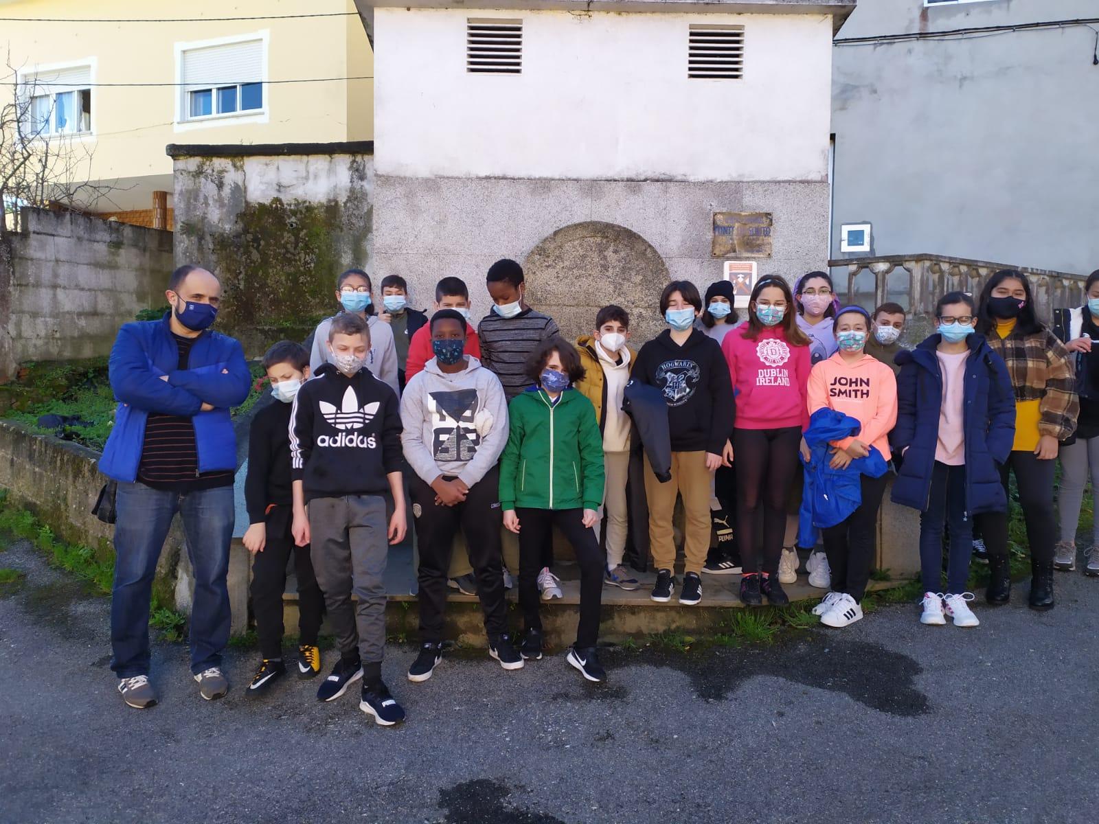 O alumnado de 6º de Primaria do Ceip Virxe do Carme fixo unha excursión por Burela xunto ás monitoras de Gaia. Os rapaces achegáronse ata lugares descoñecidos para eles
