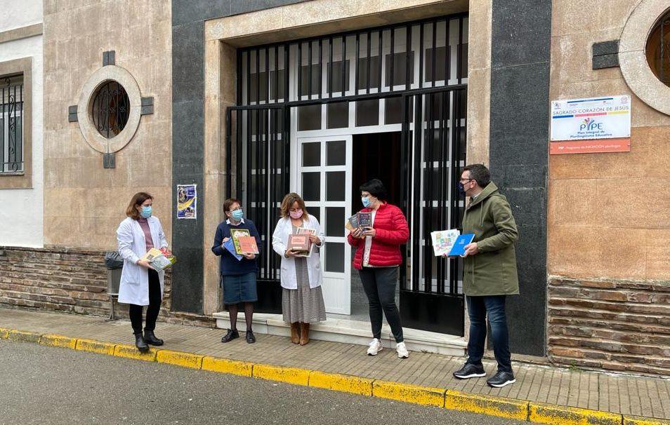 O Grupo Municipal Popular de Ribadeo entrega este xoves libros aos distintos centros educativos do municipio con motivo dos días da Lingua Materna e de Rosalía