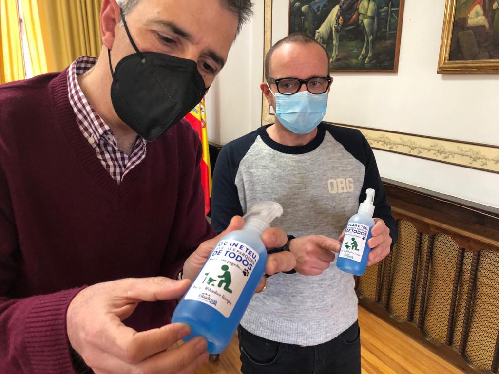 O Concello de Ribadeo distribuirá de xeito gratuíto 500 botes de desinfectante entre os propietarios de cans para que procedan a limpar os ouriñes que as súas mascotas fagan na rúa