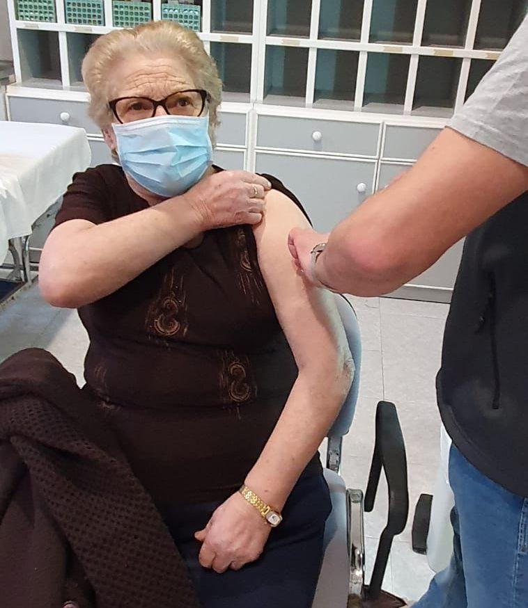 Os usuarios e o persoal do Hospital Asilo de Ribadeo recibiron este venres a segunda dose da vacina contra o Covid 19