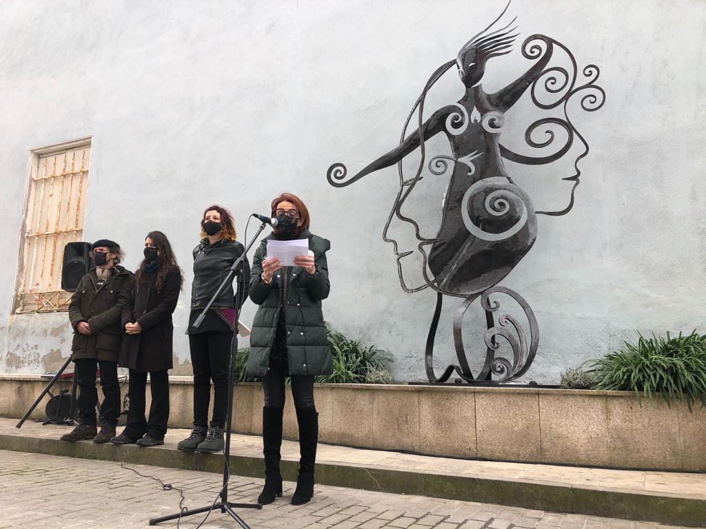 Inaugurada en Ribadeo, na praza 8 de marzo, a escultura Son o poder dentro de min, en homenaxe á  muller