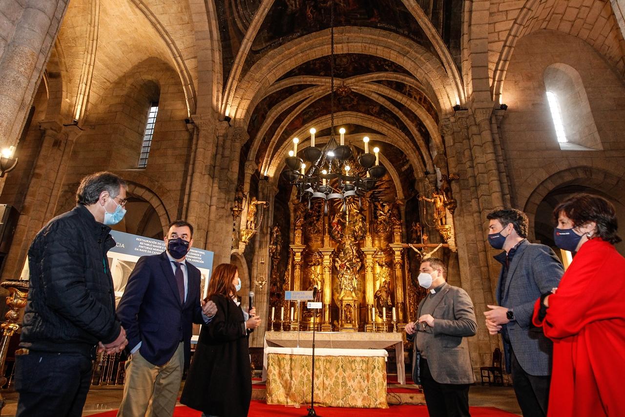 O conselleiro de Cultura visita a Catedral de Mondoñedo onde anuncia a contratación de melloras nas pinturas murais por máis de 300.000 euros