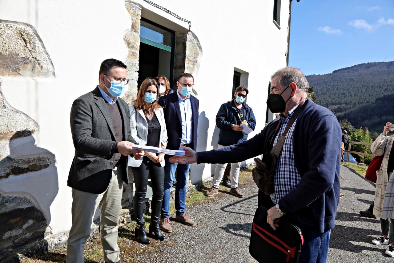 A Xunta entrega 1.437 títulos de propiedade da concentración parcelaria de Órrea-Galegos, en Riotorto