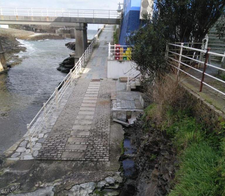 """O PP denuncia """"o abandono do paseo marítimo de Rinlo"""""""