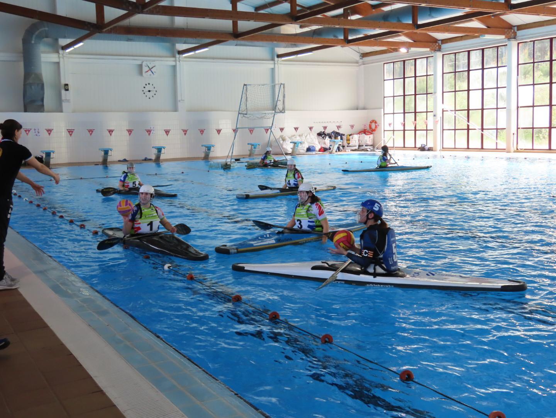 A piscina municipal de Cervo acolleu este domingo o 1º torneo de Kaiak Polo da liga galega sénior