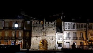 A porta de Carlos V estará iluminada de cor azul do 1 ao 4 de abril con motivo do Día Mundial de Concienciación sobre o Autismo