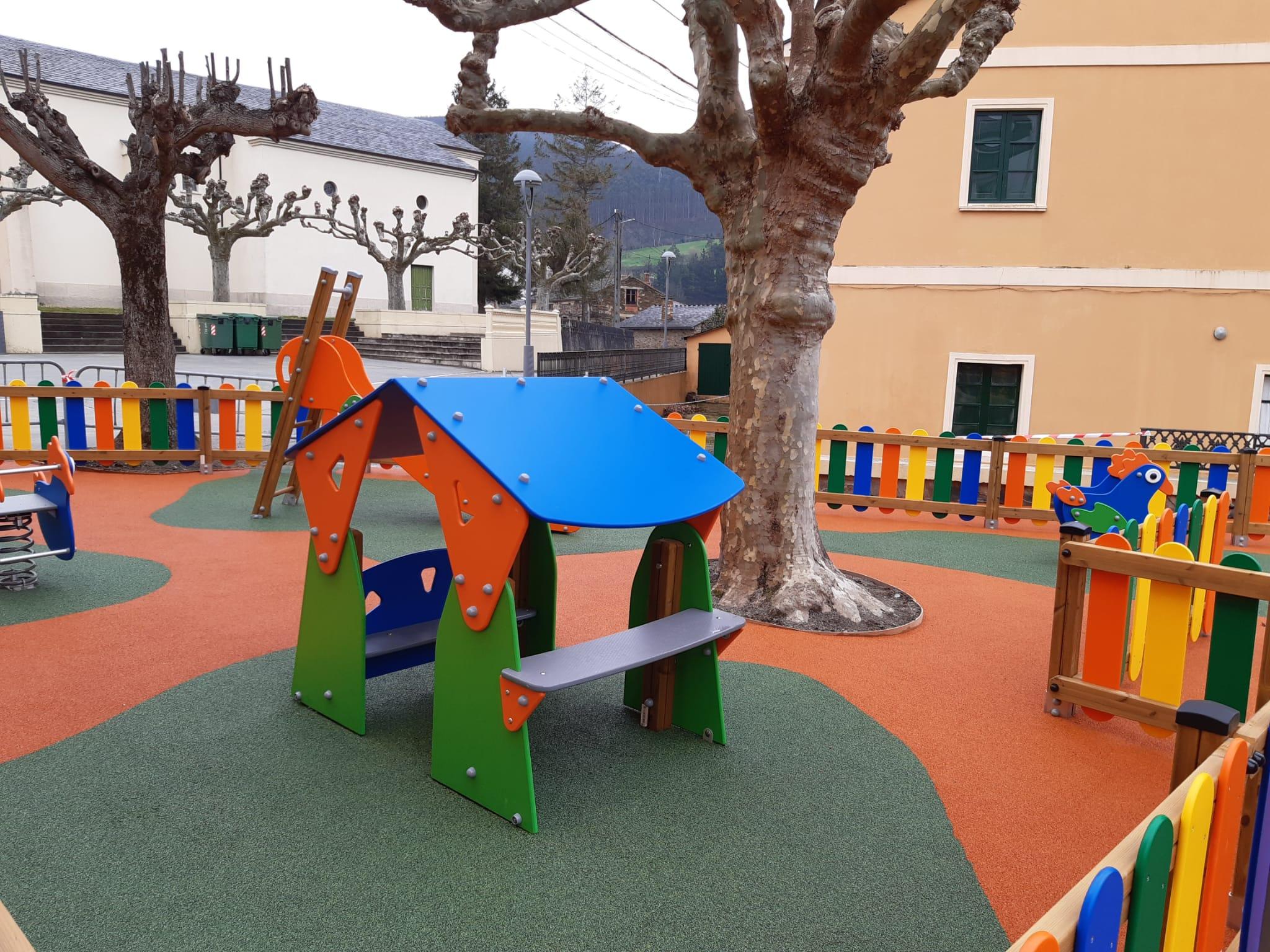 Rematadas as obras do parque infantil de Trabada, financiadas pola área de Mocidade
