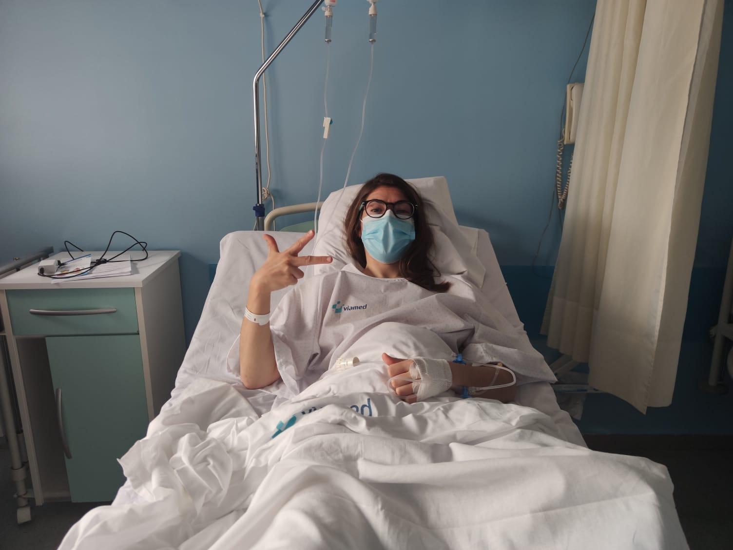 Cristina Pérez, operada do xeonllo con éxito
