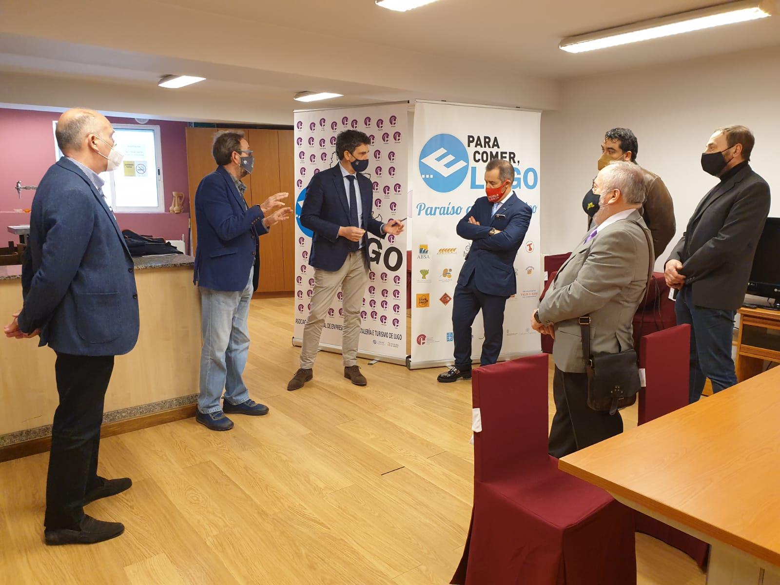 A nova directiva da asociación de hostaleiros da provincia coñece as axudas e proxectos da Xunta para recuperar o sector