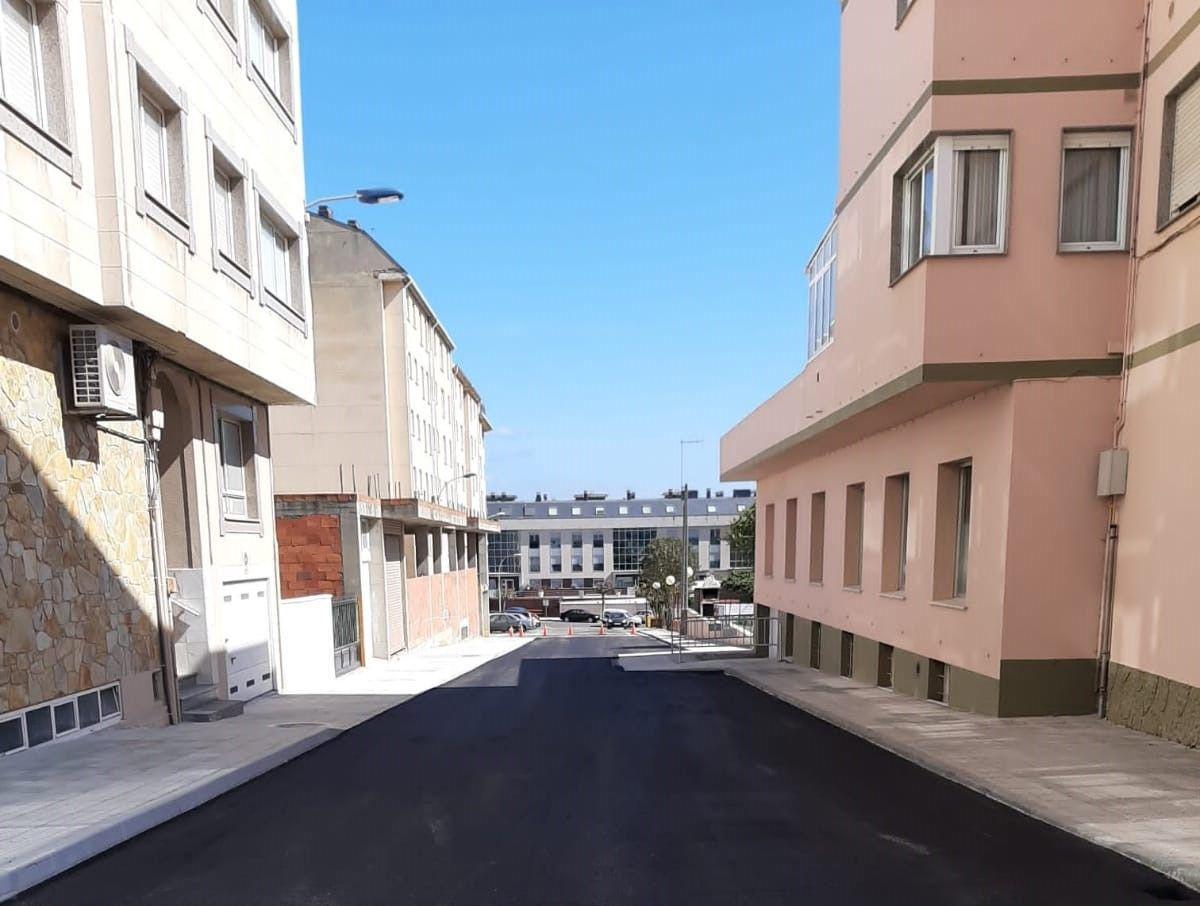 Aglomerada a rúa Julia Minguillón e a subida ao IES de Foz