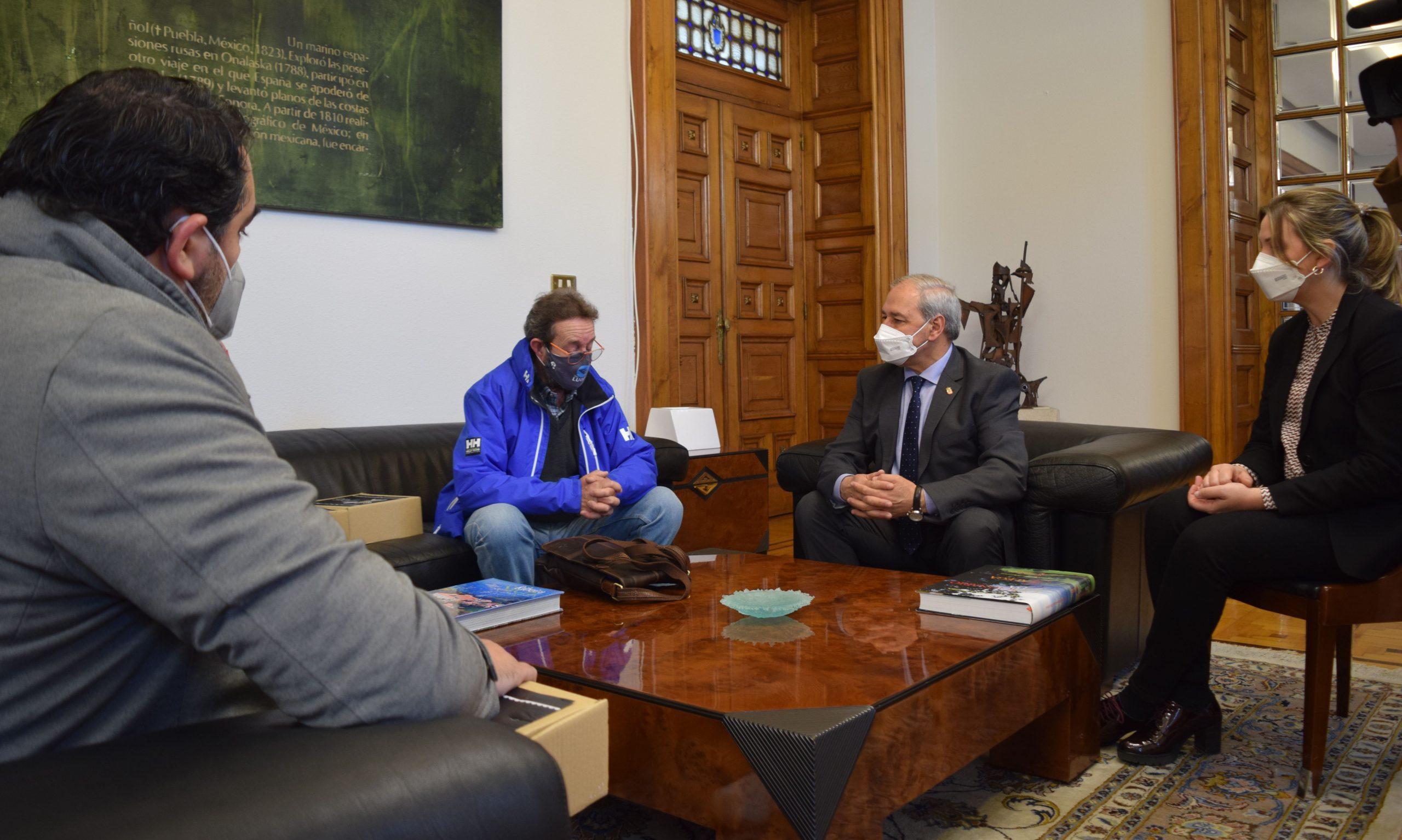 O Presidente Tomé recibe á nova directiva da Asociación Provincial de Empresarios de Hostelería e Turismo