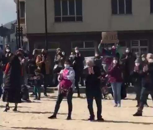 Centos de persoas reclaman Xustiza Maruxaina en San Cibrao