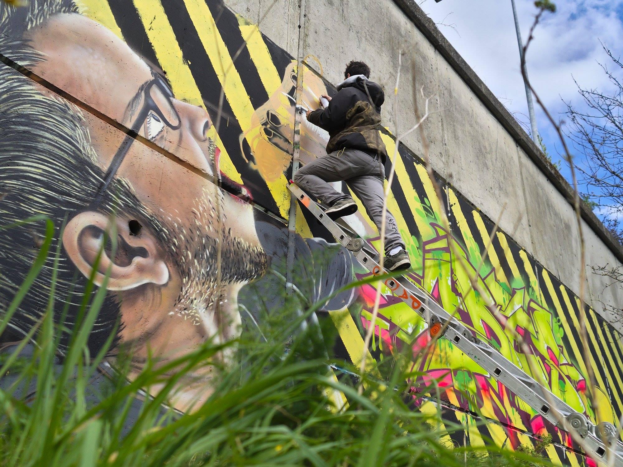 Burela ten dúas obras de  Diego As, campión da liga nacional de grafitti, ao que parabeniza