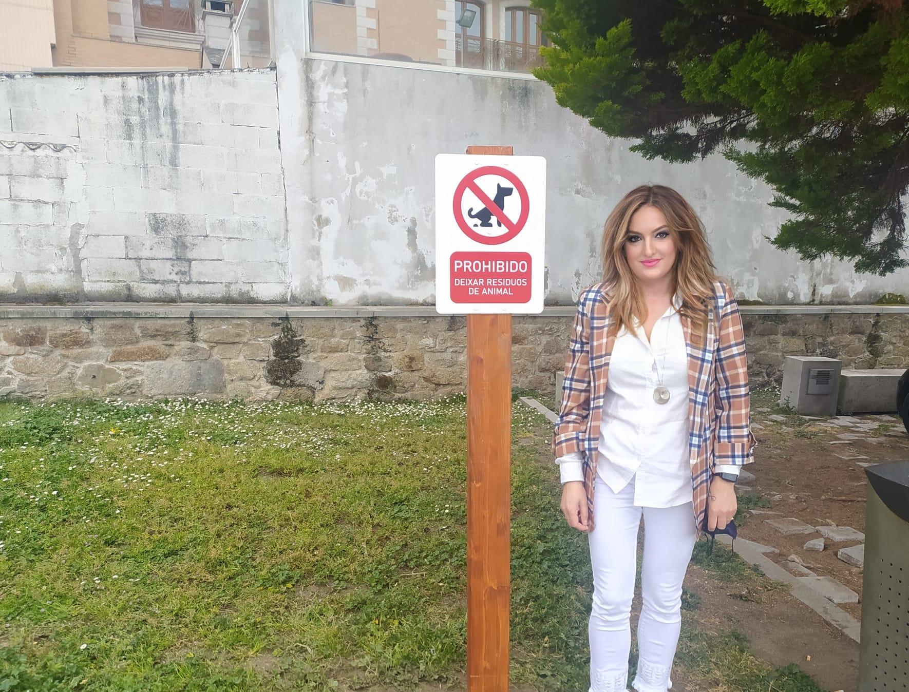 A concellería de medio ambiente de Burela lembra que non recoller as feces das  mascotas conleva sancións de ata 750 euros€