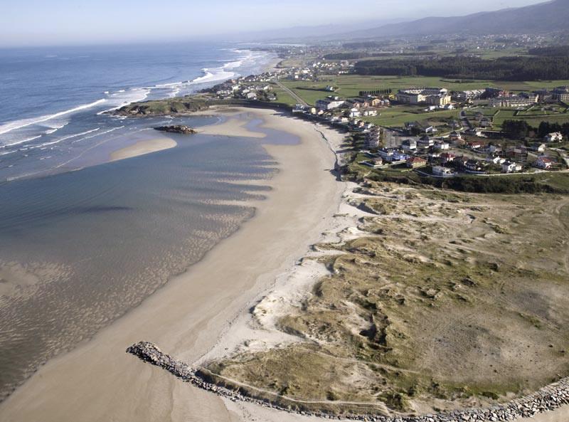 A rexeneración da praia de Altar suscita dúbidas ao goberno local de Barreiros, que solicita unha xuntanza coa subdelegada