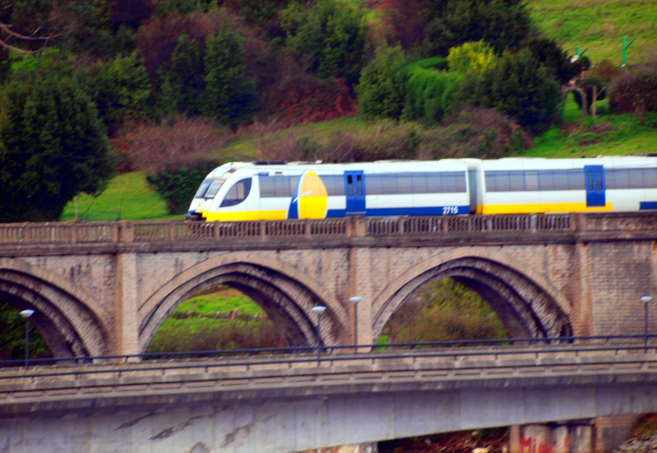 A liña ferroviaria Ferrol-Xixón recibirá por fin melloras tras unha iniciativa socialista no Senado