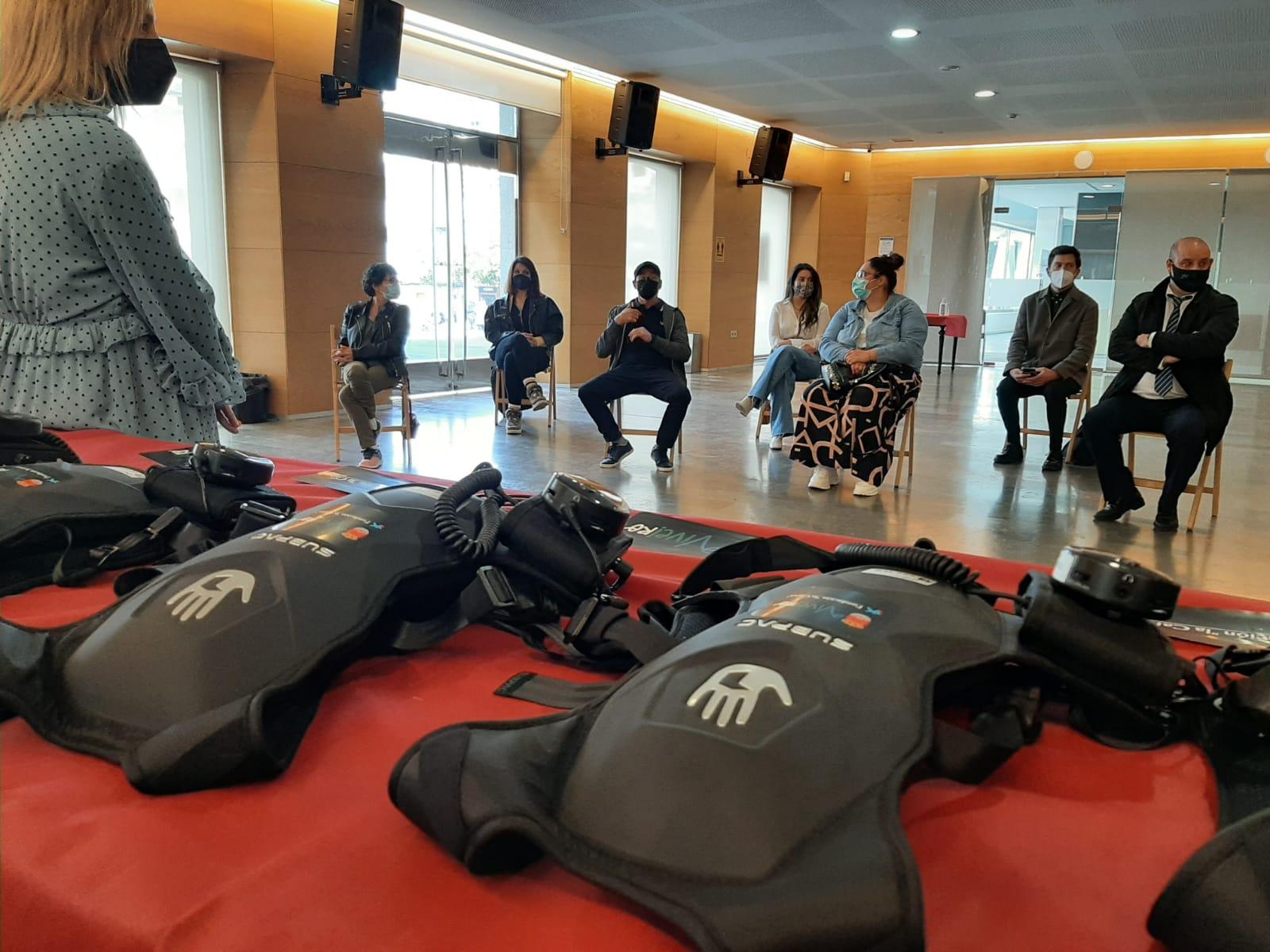Cinco mochilas vibratorias garantizarán a accesibilidade da comunidade xorda á programación cultural de Viveiro
