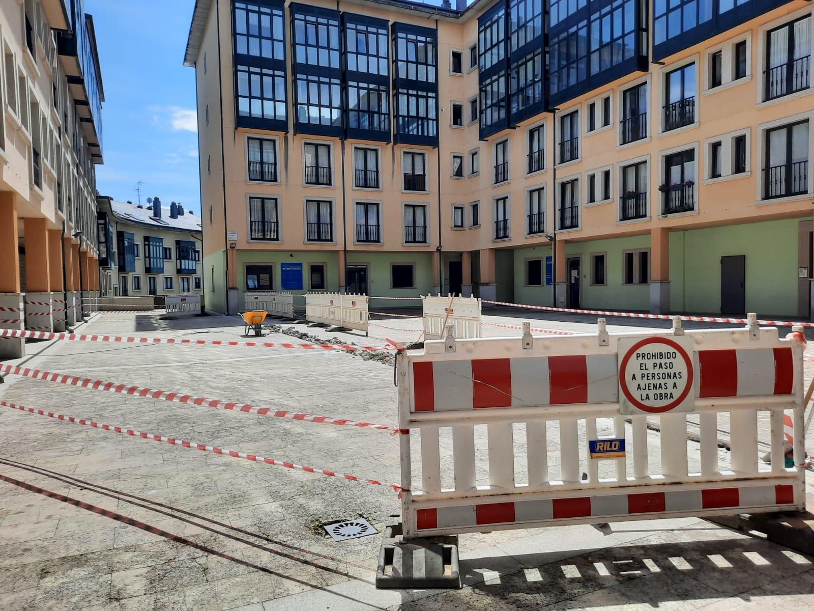 O Concello  de Ribadeo inicia as obras de reparación do pavimento da Praza da Música