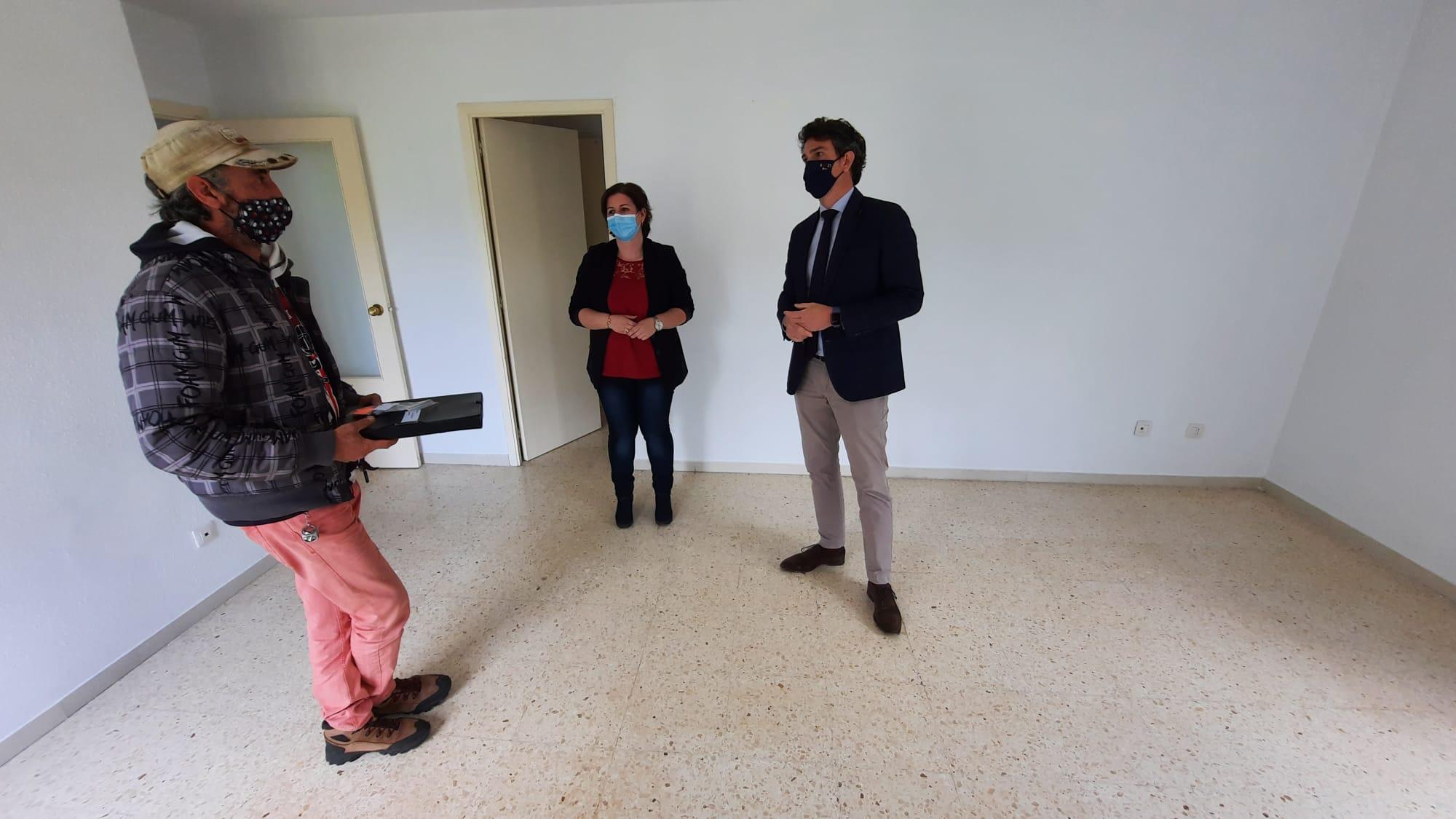 A Xunta entrega en alugueiro unha vivenda de promoción pública na rúa Vía Láctea de Cervo