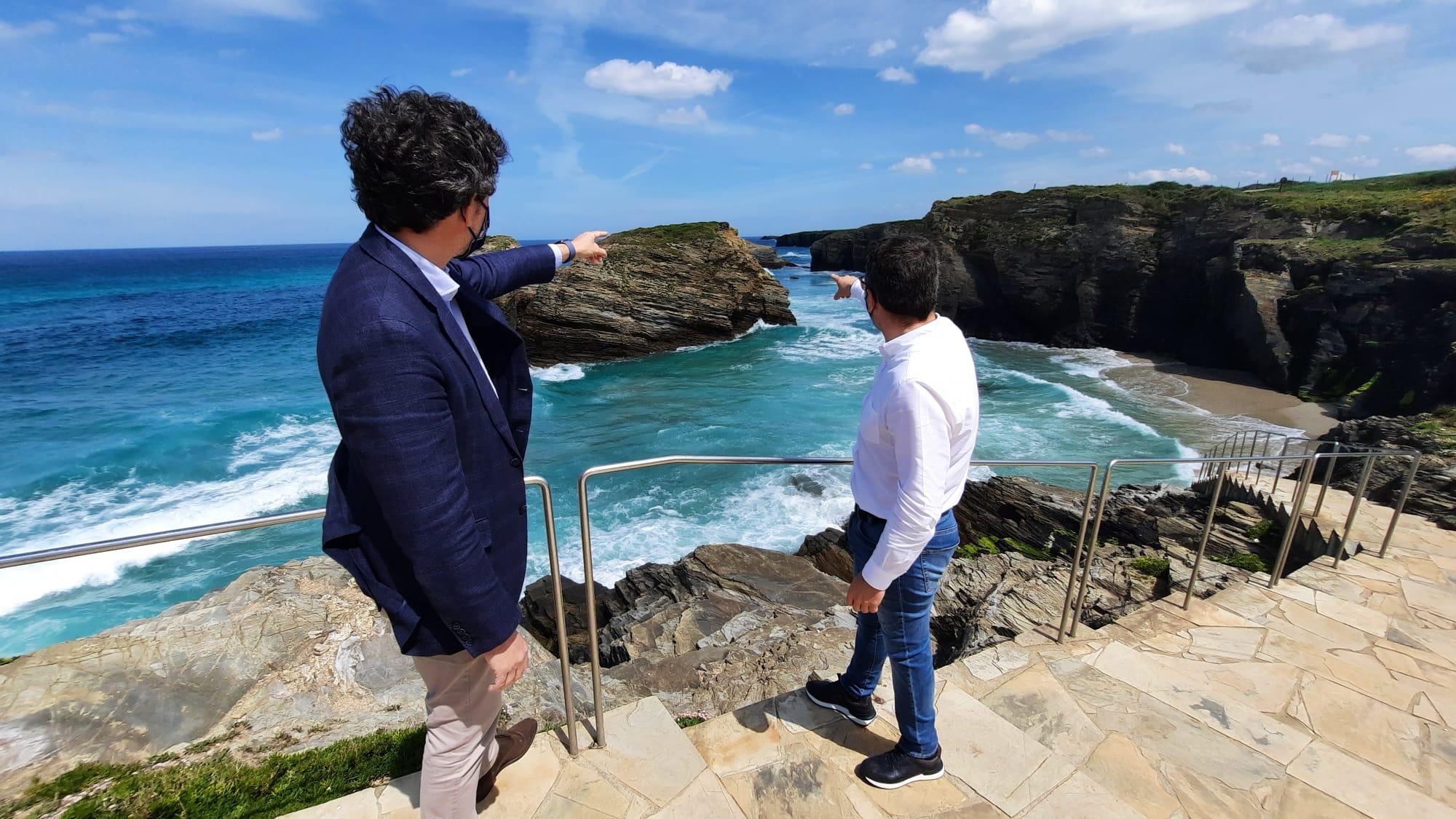 Javier Arias anima en Ribadeo a viaxar dentro da comunidade co programa 'Elixe Galicia'