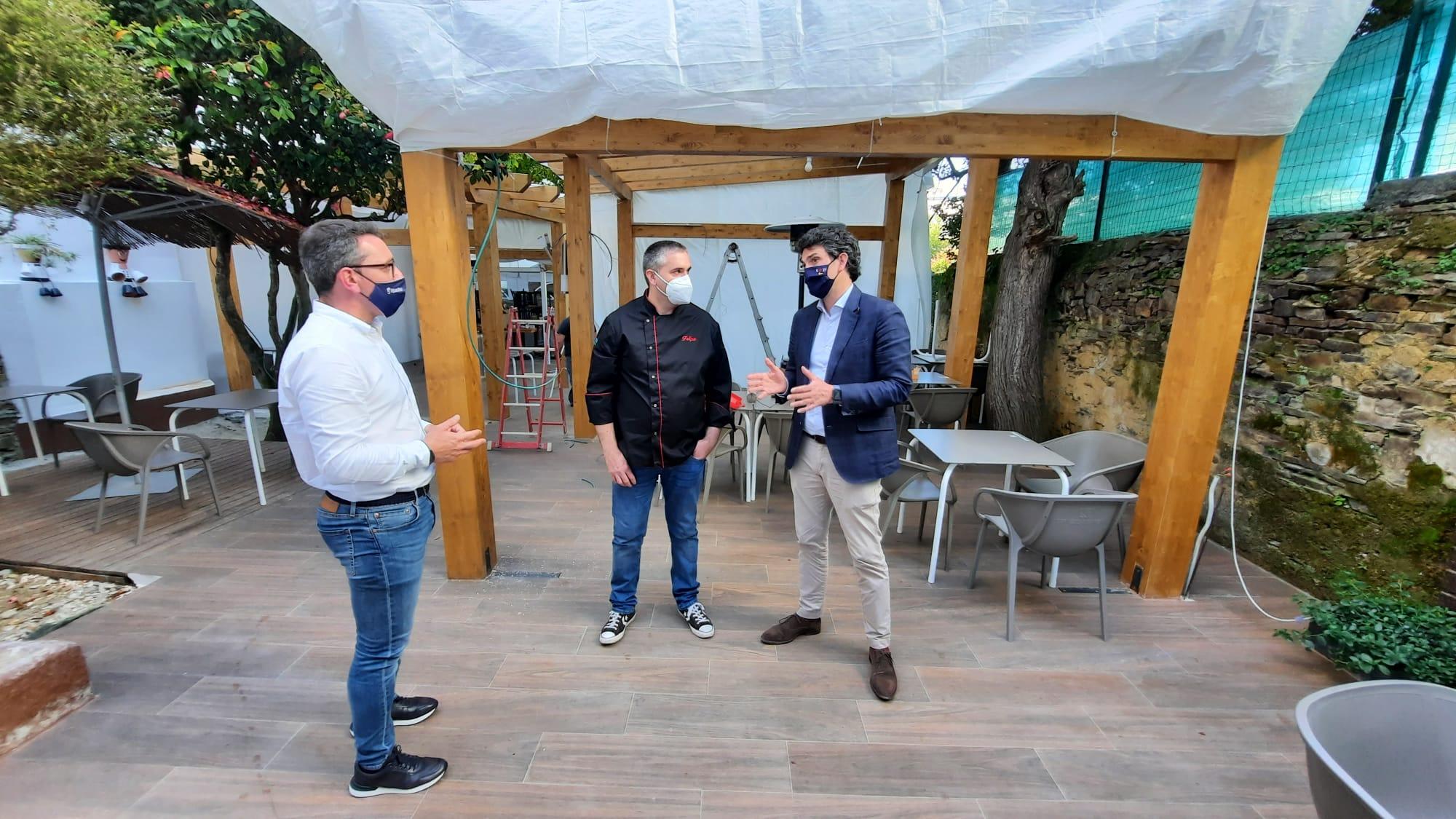 329.000 € en 67 axudas da Xunta á hostalería de Ribadeo a través do primeiro Plan de rescate e do programa para a mellora de terrazas. Vega contraponas ás municipais