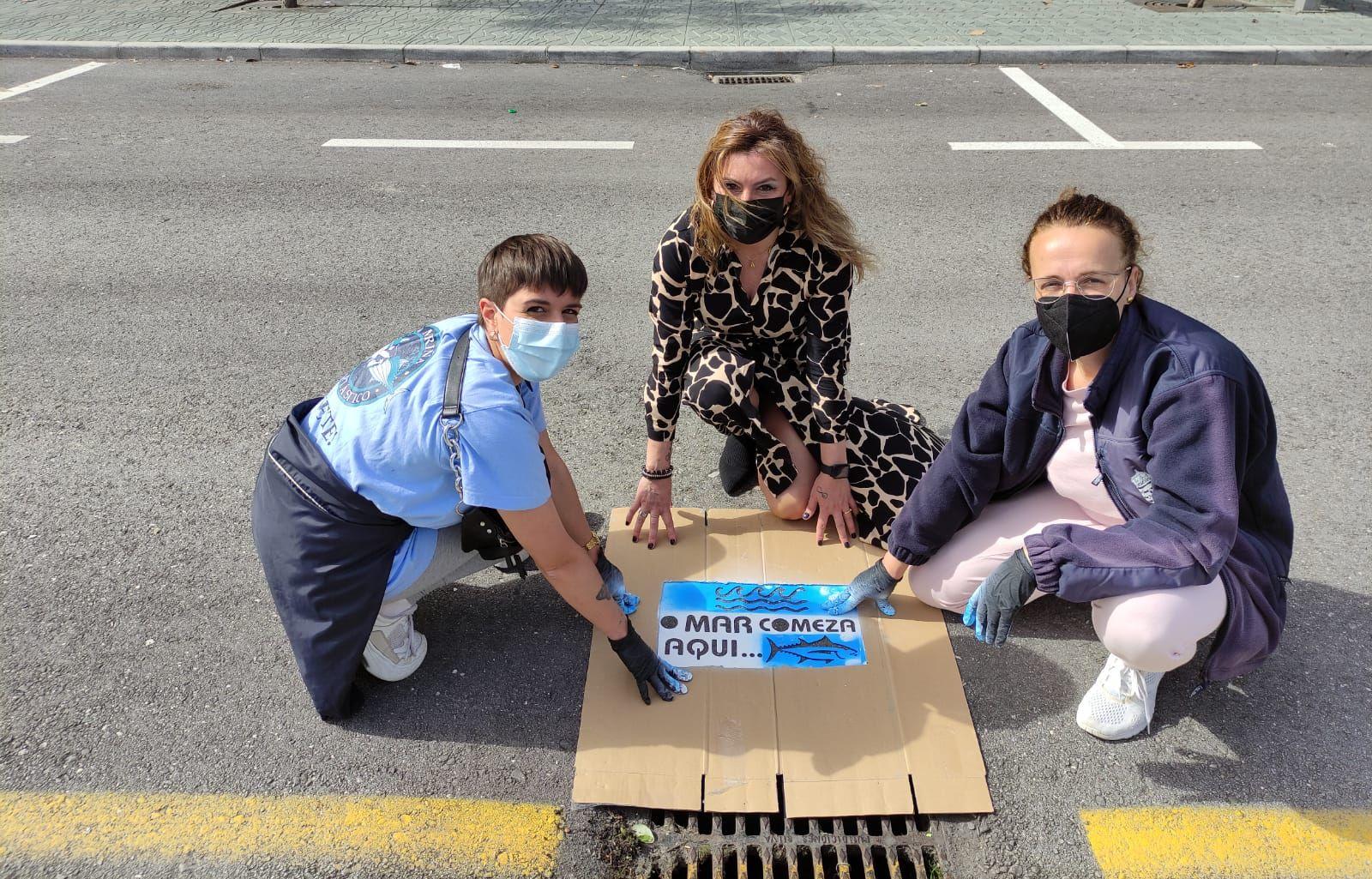 Sumidoiros sinalizados en Burela para concienciación medioambiental