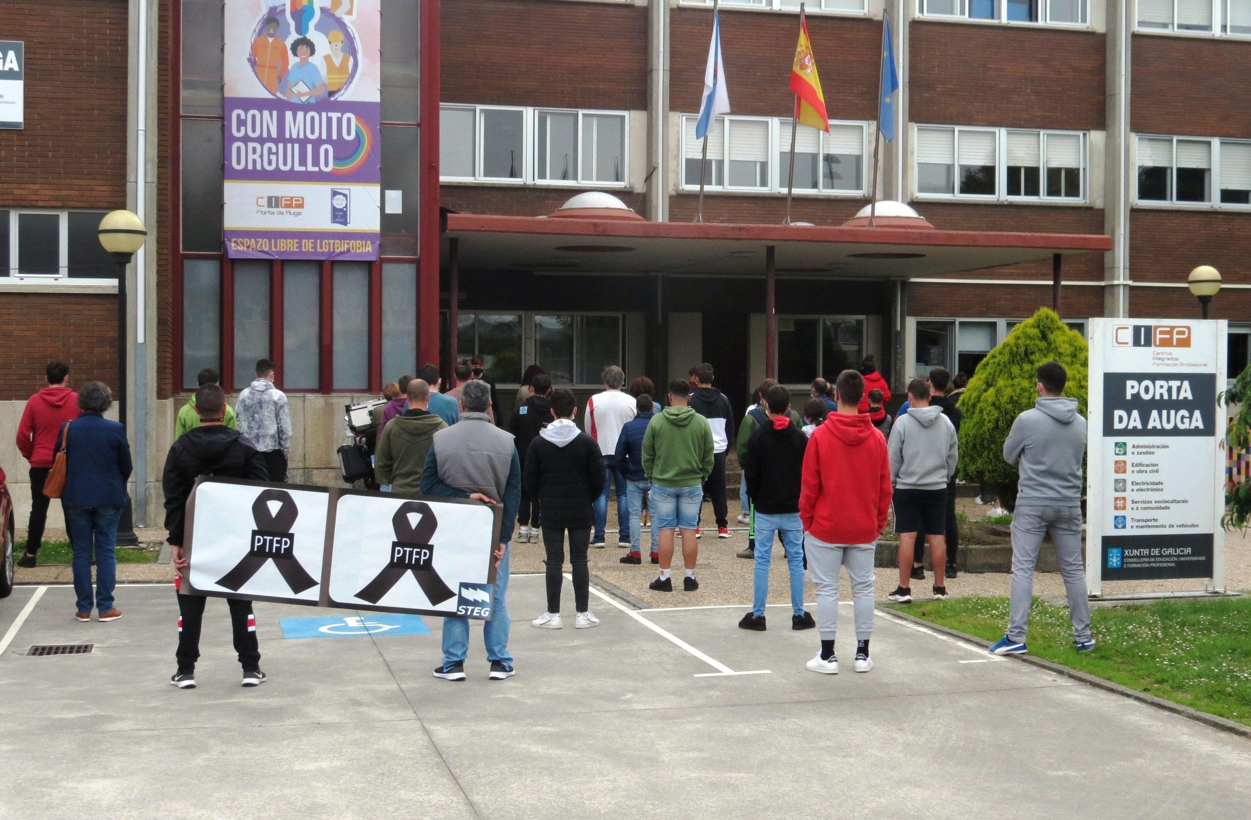 Profesorado e alumnado do CIFP Porta da Auga, de Ribadeo, concentráronse contra a LOMLOE