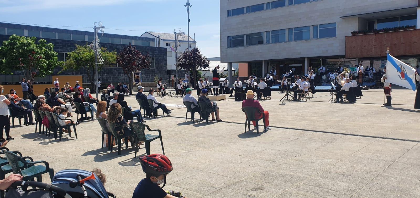 O vindeiro venres, 4 de xuño, seguirá a programación das festas de Burela. Será cun concerto do grupo de rock da Escola Municipal de Música ás 20 horas na praza da Mariña