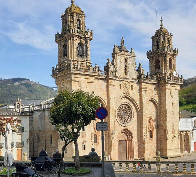 O Concello de Mondoñedo enviou ao Ministerio o proxecto de reforma da praza da Catedral, unha vez acadado o consenso