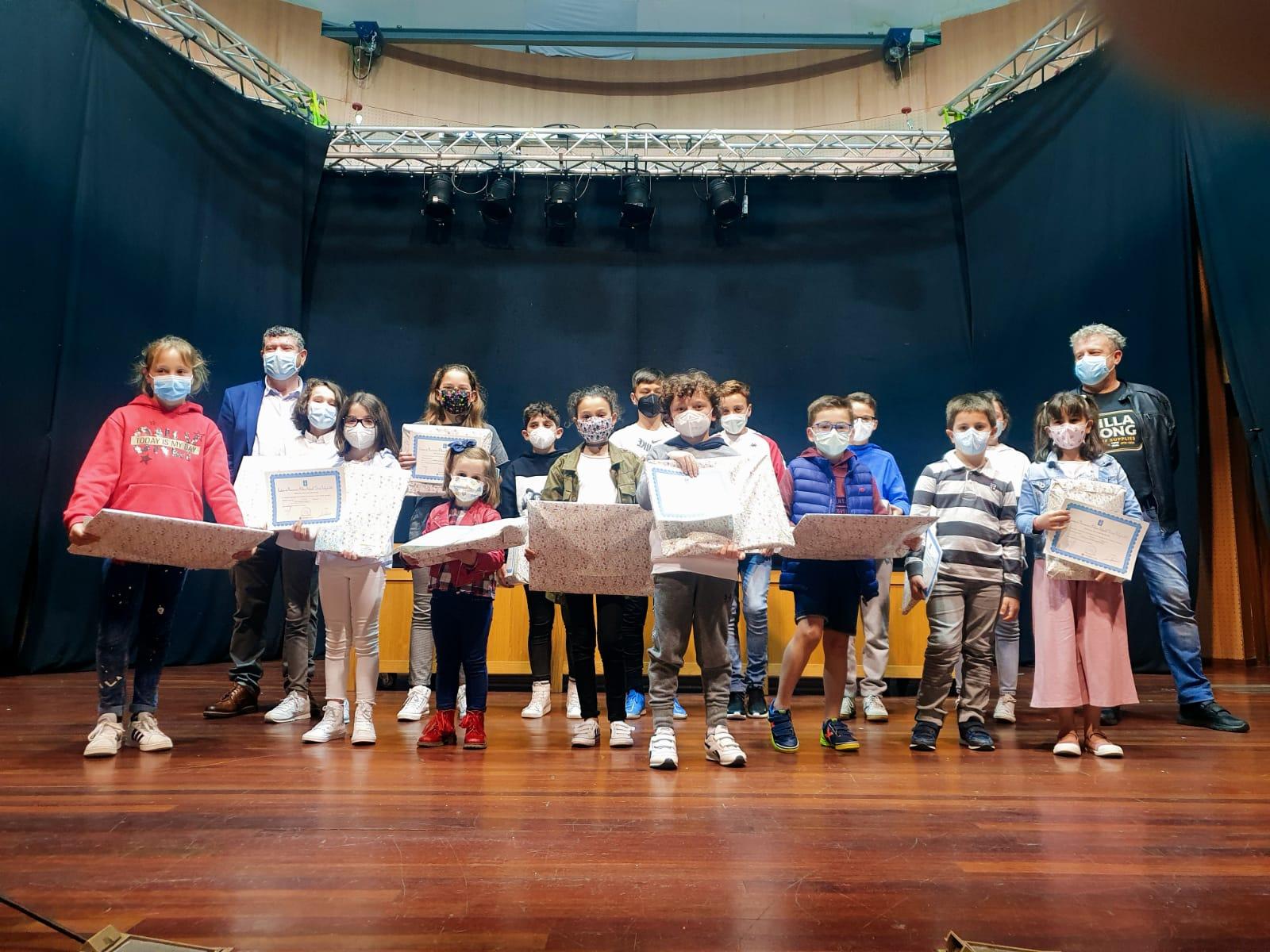 Entregados os premiso do Certame de Narración e Debuxo Infantil Letras Galegas 2021, que convocou a Biblioteca Pública Municipal de Burela