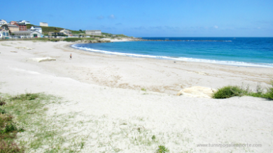 As praias de Burela prepáranse para o verán