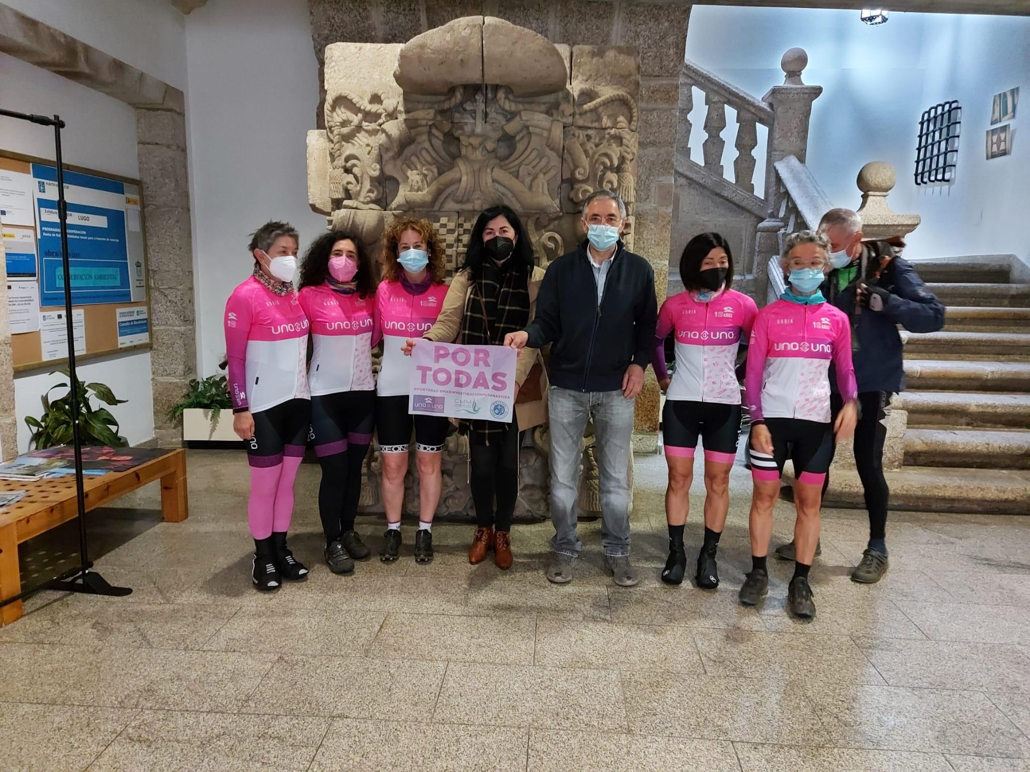 O Concello de Mondoñedo e o seu alcalde, Manuel Otero, recibiron ao Club de Ciclismo Una a Una