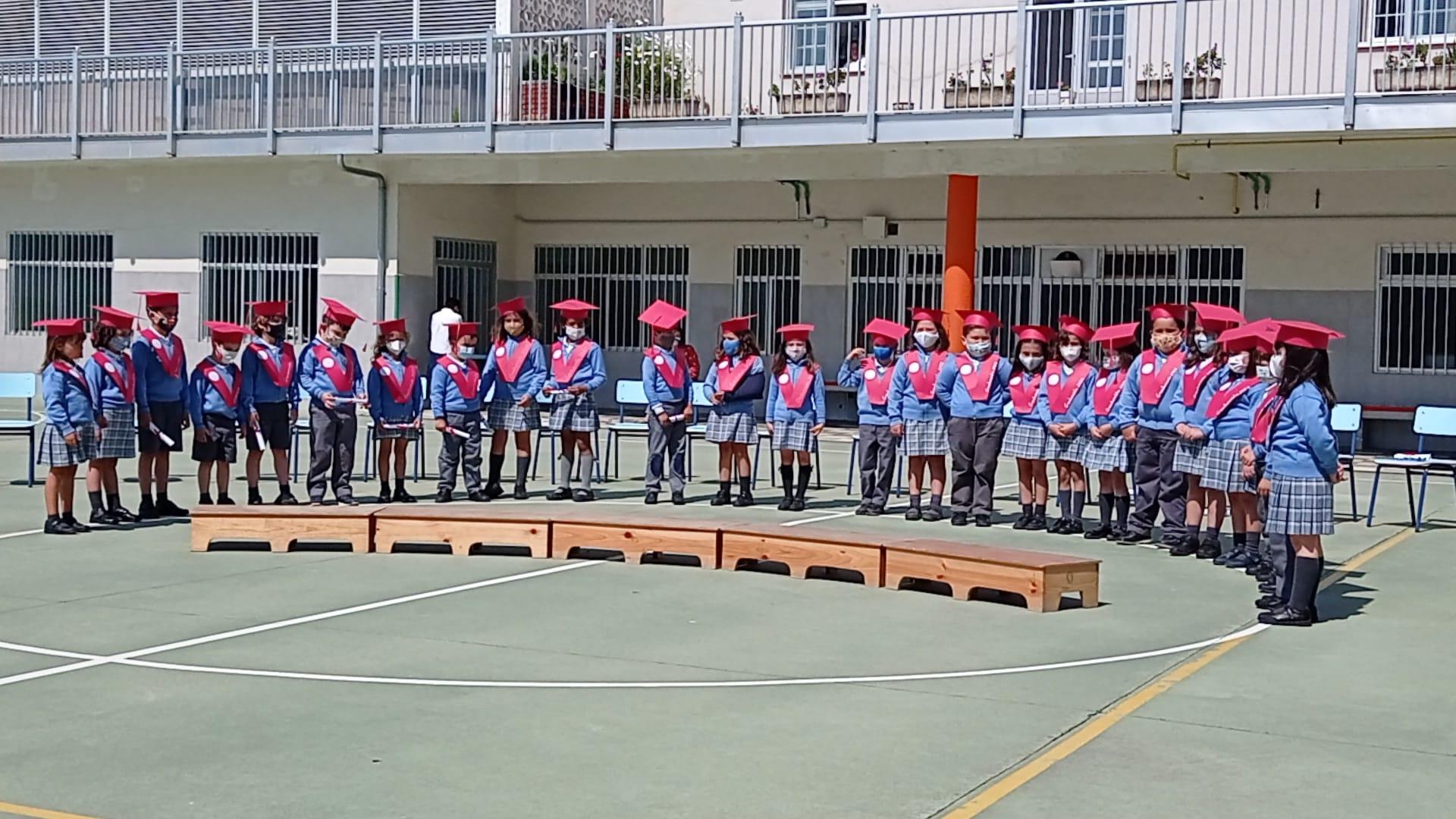 Cerimonia de graduación para xs 26 alumnxs que rematan este curso 6º de Educación Infantil no colexio Sagrado Corazón de Ribadeo