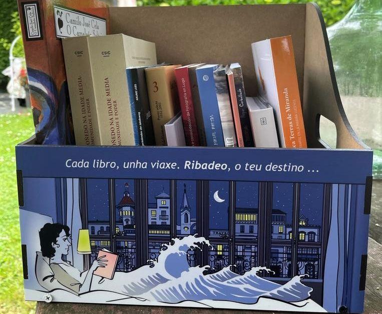 Os hoteis de Ribadeo reciben da Xunta unha caixa de libros para ampliar as súas bibliotecas