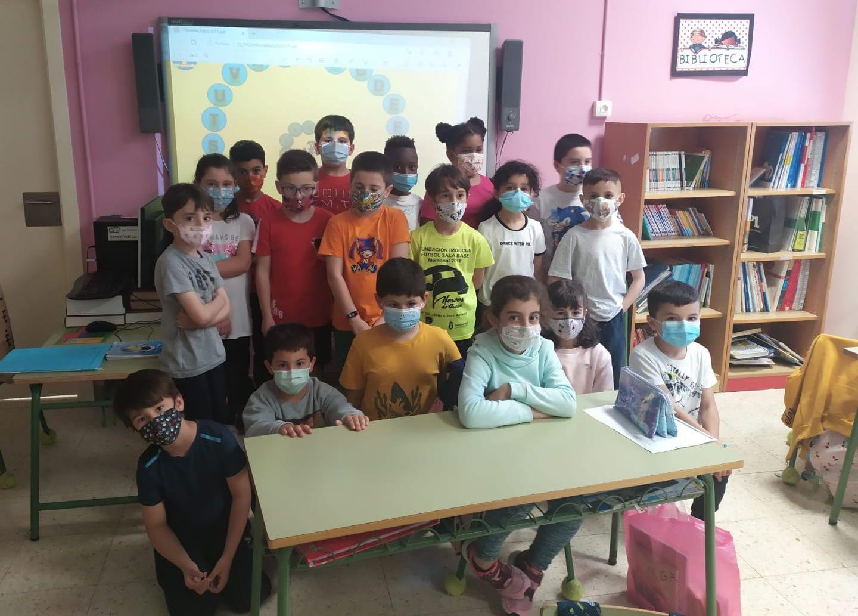 O luns, o martes e este venres as monitoras de Gaia, do Concello de Burela, están a realizar o xogo do rosco de Pasapalabra cos alumnos de primaria do CEIP Virxe do Carme