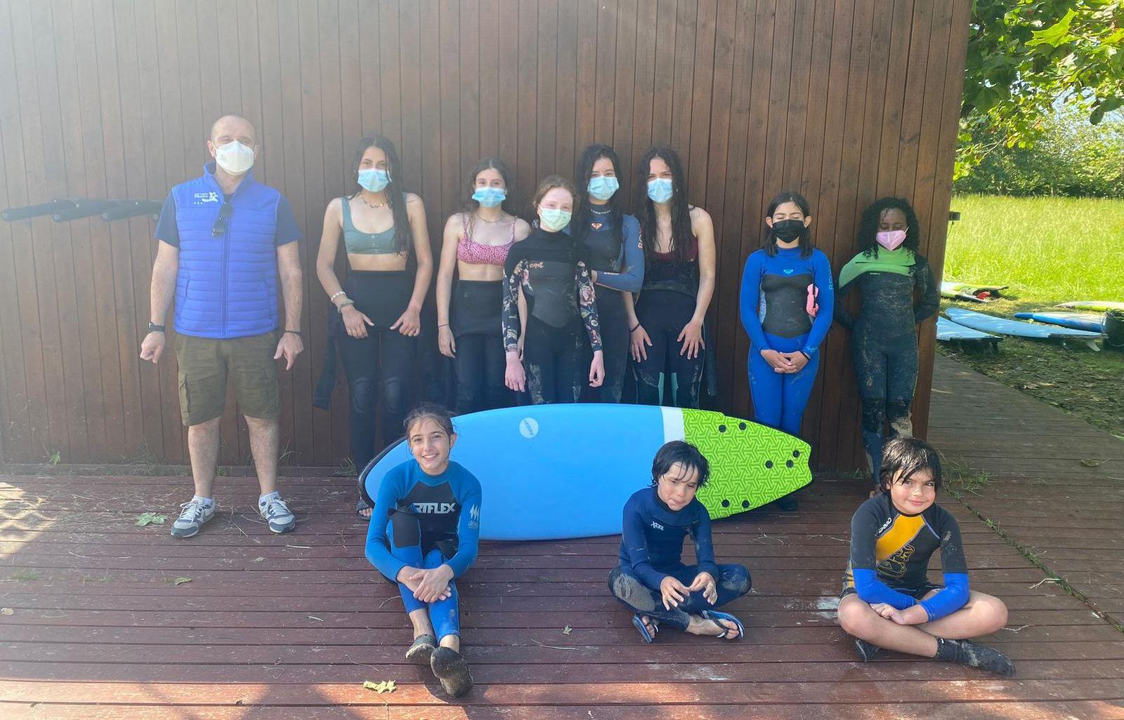 Comezaron as escolas deportivas de verán de Ribadeo cun cento de nenxs