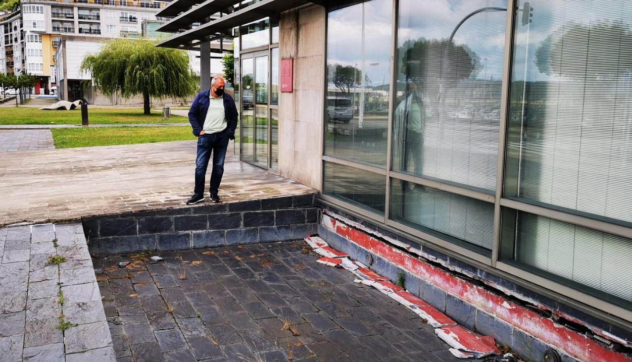 O PP denuncia o estado de abandono do edificio de cristal da avenida Ramón Canosa