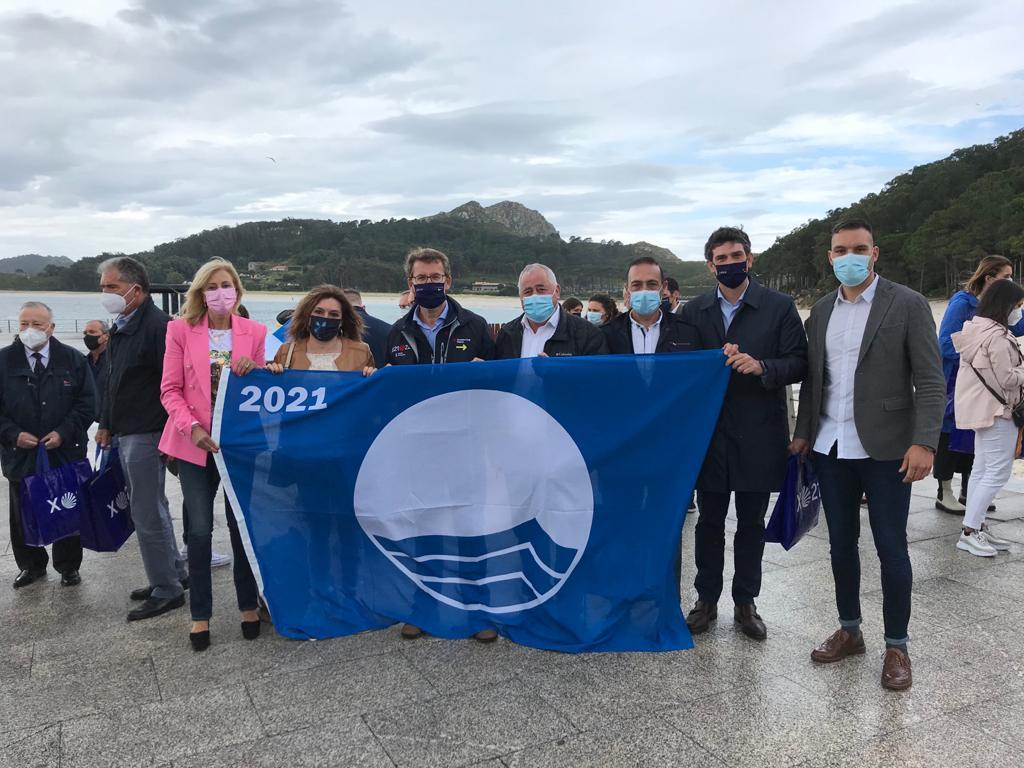 Recibida a bandeira azul que un ano máis lucirá a praia do Torno de San Cibrao