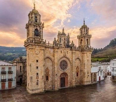 O amplo apoio ao Manifesto Así NON! provoca a modificación do proxecto de reforma da Praza da Catedral de Mondoñedo