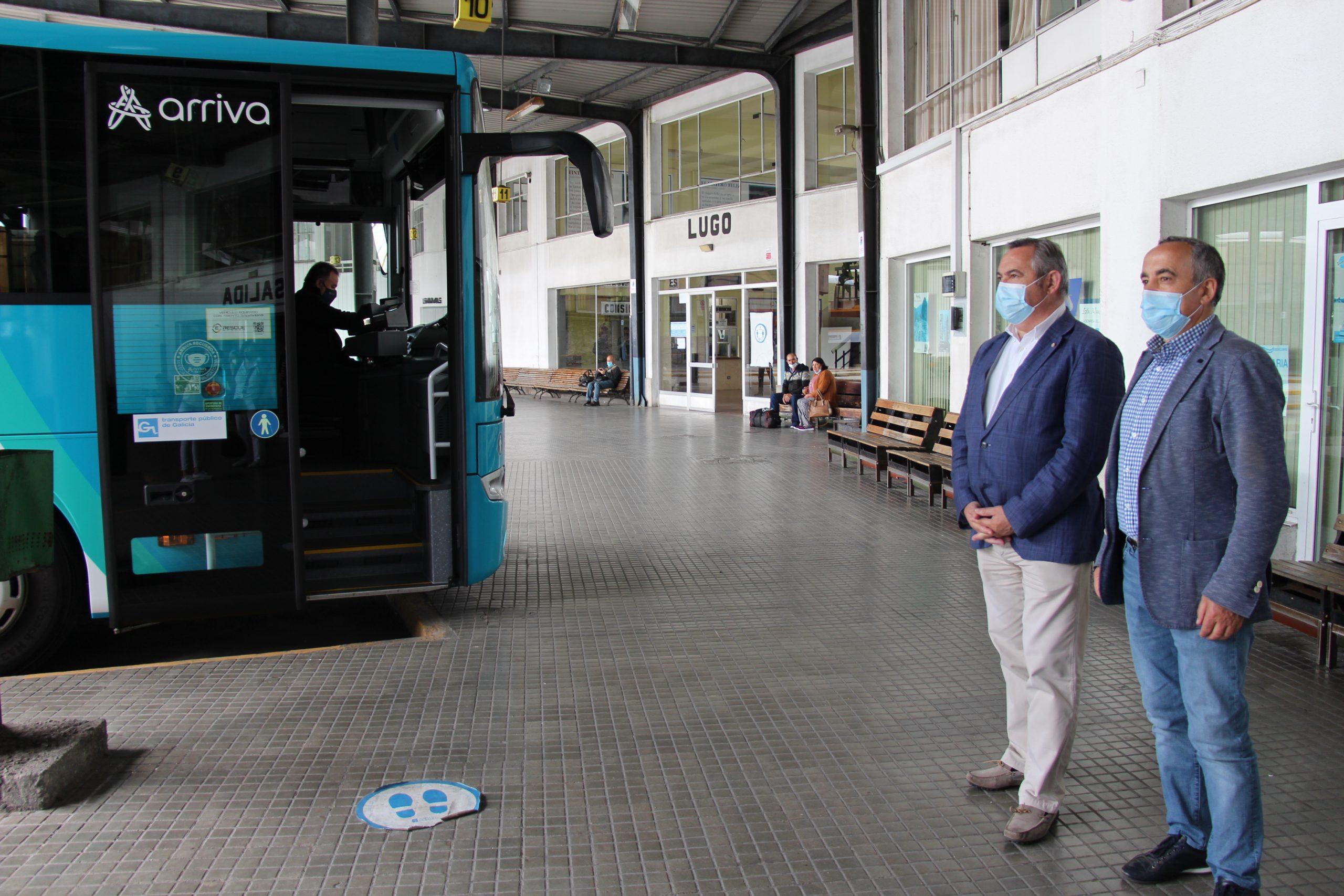 Desde o 21 de maio, os menores de 21 anos poden viaxar gratis por toda a provincia e resto de Galicia no autobús da Xunta mediante a tarxeta 'Xente Nova'
