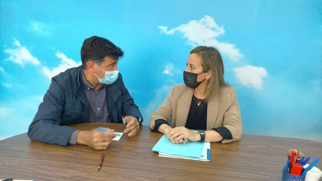 A conselleira Ethel Vázquez confirma a Castiñeira o seu compromiso coa nova depuradora de Foz