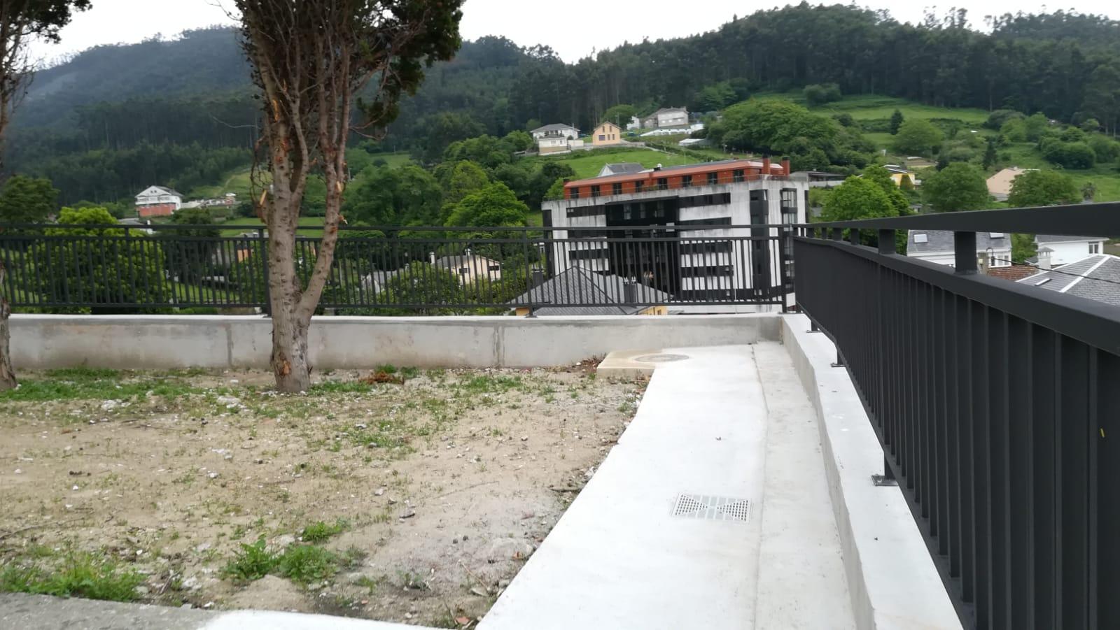 Rematan as obras do muro do cemiterio municipal de Altamira de Viveiro