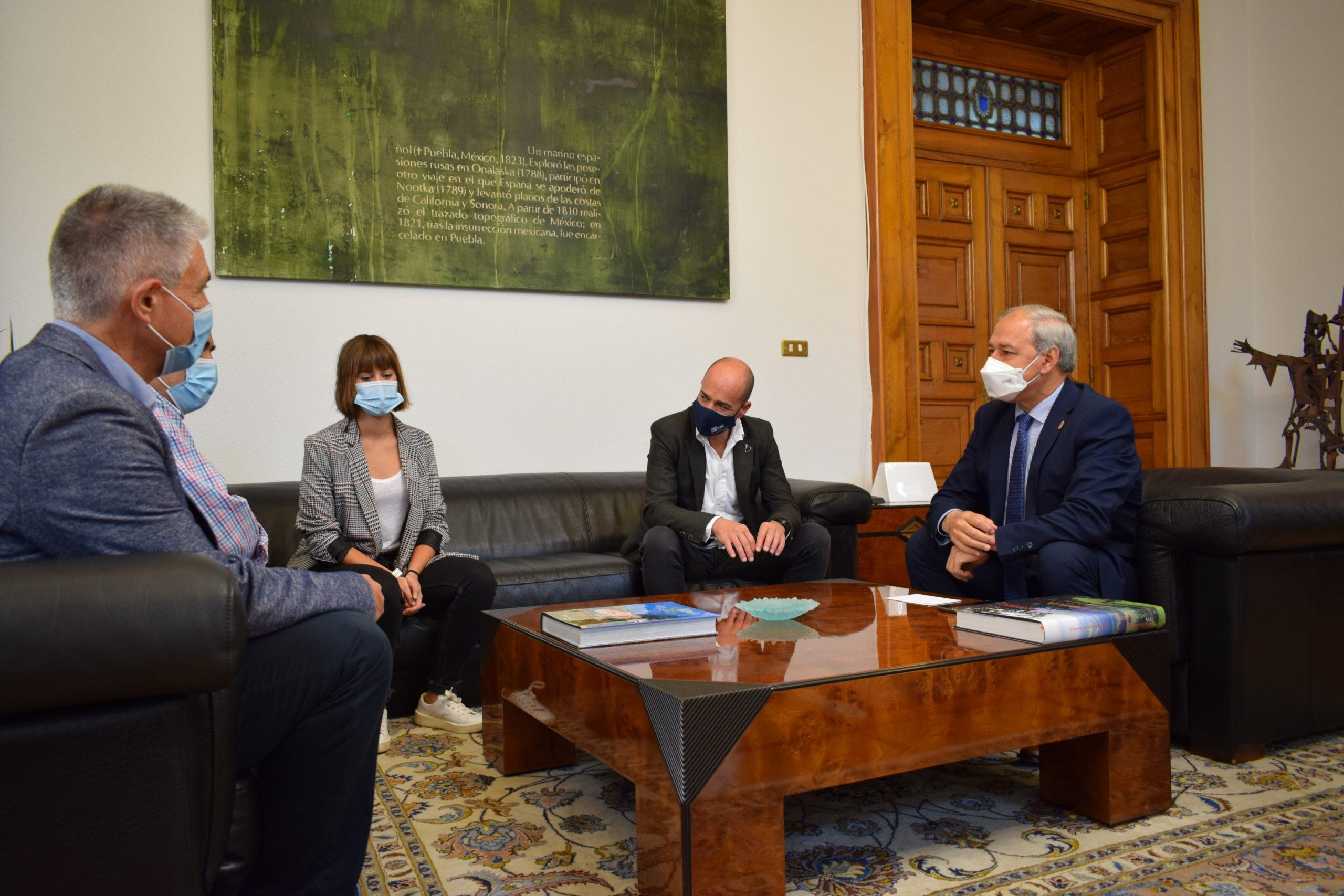A CEL e empresarios do sector primario reúnense co Presidente Tomé para analizar a implantación na provincia de novos sistemas de produción agrogandeira