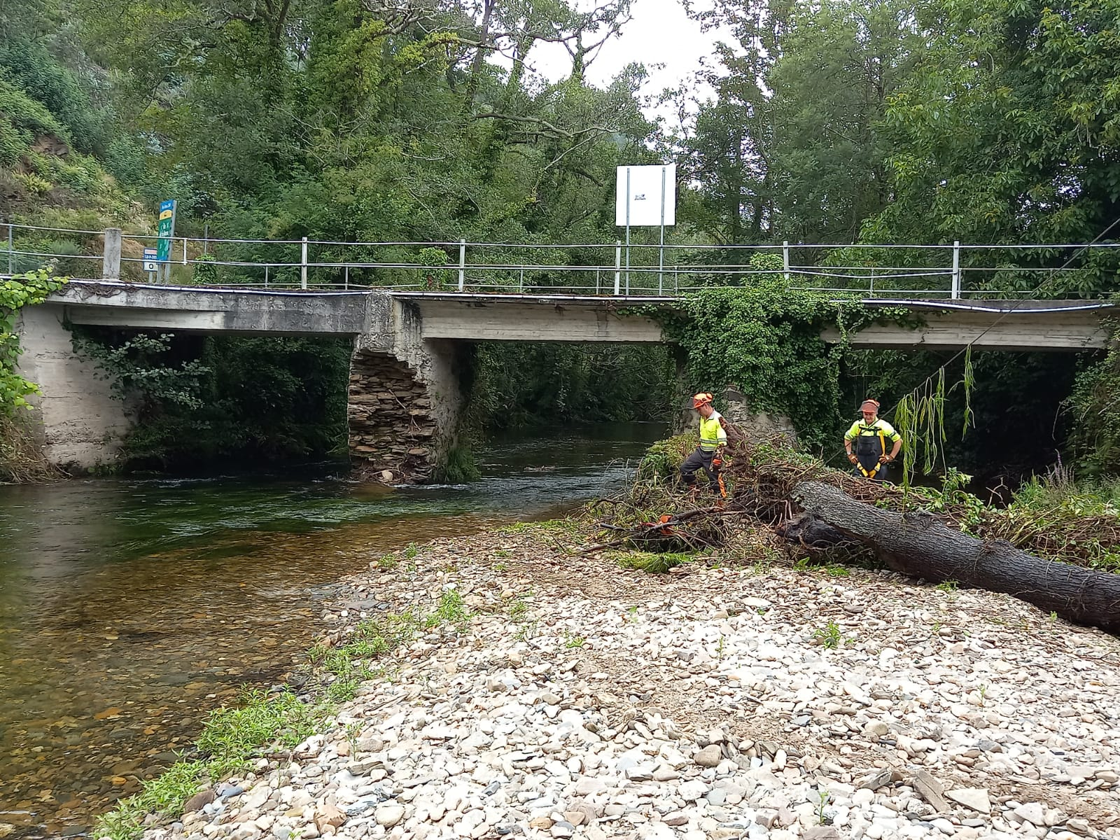 Actuacións de conservación e limpeza nos treitos interurbanos do río Masma ao seu paso polo lugar do Arco, en Mondoñedo