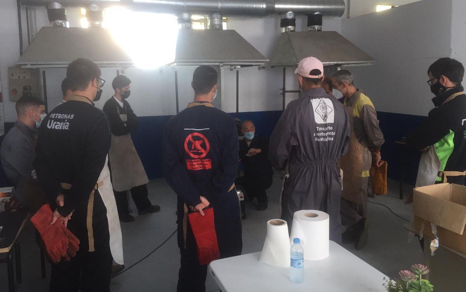 Dez persoas asistiron este sábado nas instalacións de Apaga, en Ribadeo, a un curso de soldadura con electrodo de nivel I