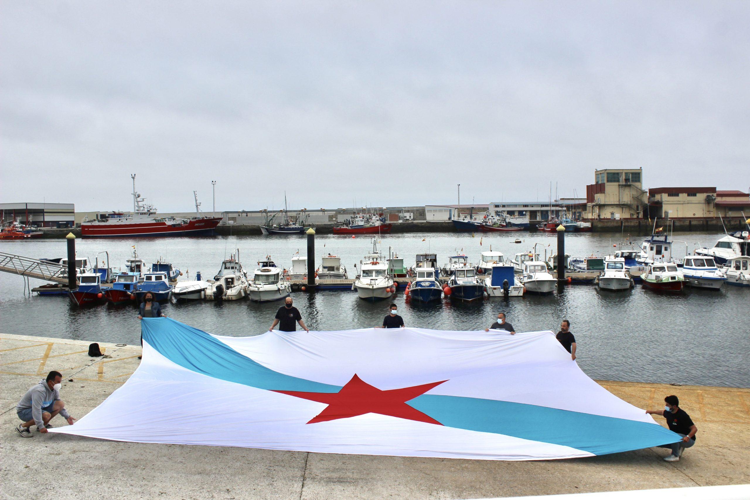 Galiza Nova leva a bandeira da Patria aos portos mariñaos