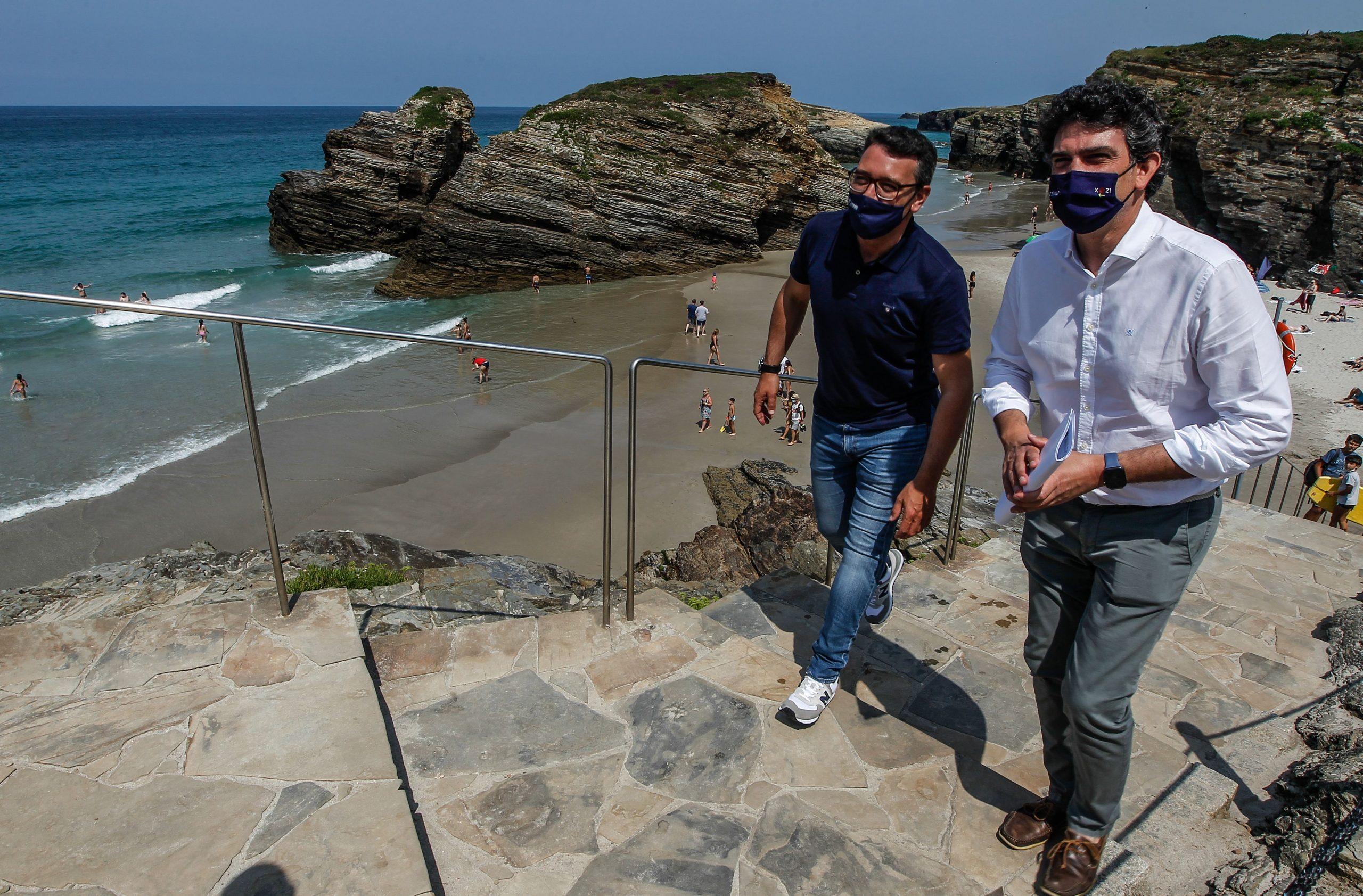 A Xunta destina 215.400€ ao contrato de atención aos visitantes na Praia das Catedrais para os vindeiros dous anos